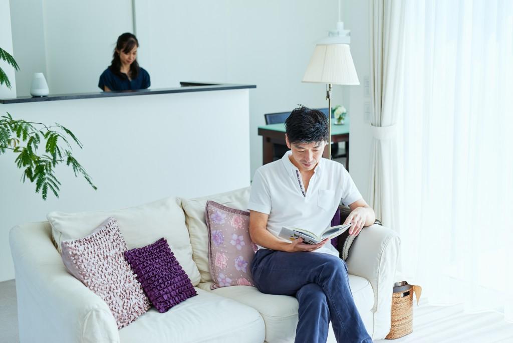 ご主人の趣味である読書もゆっくりとできる解放感のあるリビング
