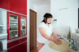 奥様もお気に入りの赤い素敵なキッチン